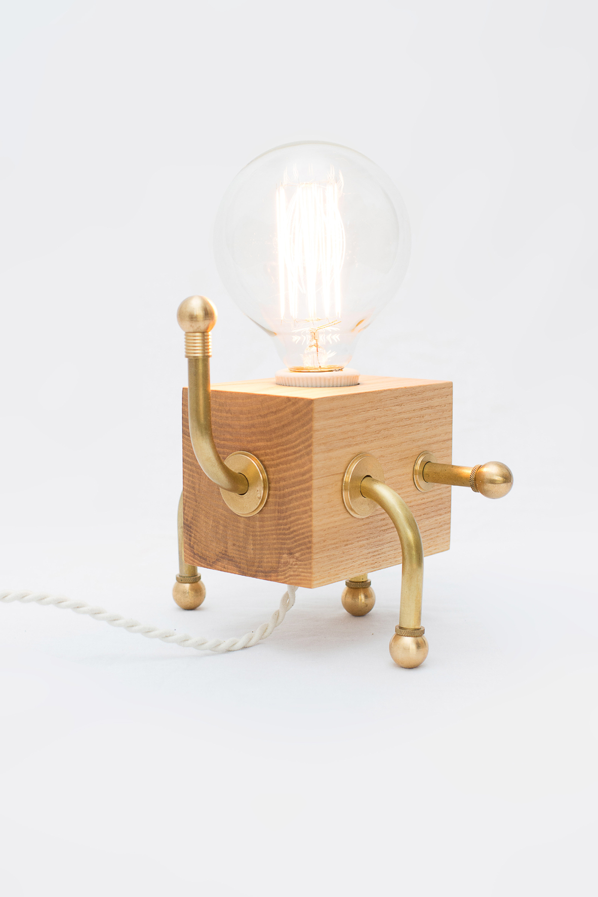 a5_mdba_mdby_manufactured_wood_lamps_antonitoymanolin_frankie